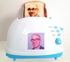 Toaster selfie #Gadget #WTF #Selfie  – Comment Se Ruiner