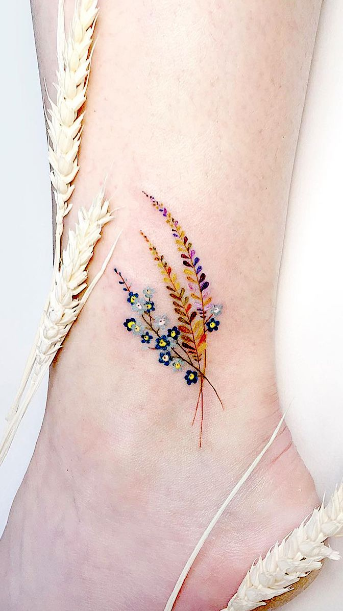 Simple Tattoo Designs To Carry Your Favorite Flower On Your Skin