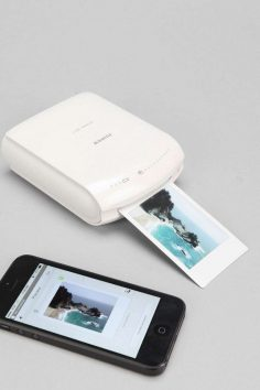 Print your photos straight from your smartphone with this gadget.  – Martine SAINT-ARROMAN