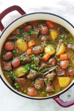 Recipe beef stew with simple vegetables and full of flavors. The meat is very tender because it is slowly simmered in a casserole over low heat. A complete dish, healthy and comforting.  – keduboneur