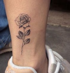 These tattoos that symbolize your birth month #tattoo #flower #tattoo # beauty #aufeminin #rose #cheville  – aufeminin