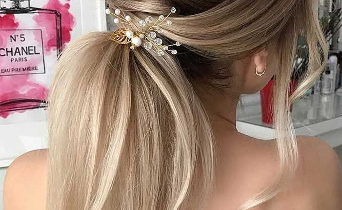 30 Super Cute Christmas Hairstyles For Long Hair Hairstyle Ideas For Perfect Look On Winter Holidays Picture 1 See More Glaminati Com Christmashairstyles Longhairstyles Pctr Up